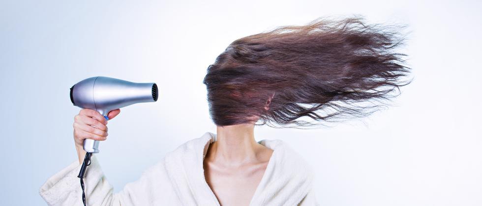 Haare Pflege Föhn Gesundheit