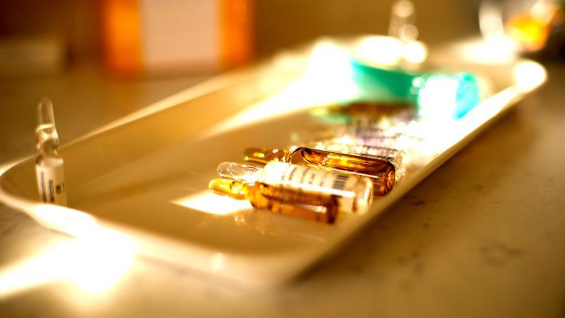 Medikament Ampulle Arzt Gesundheit Therapie
