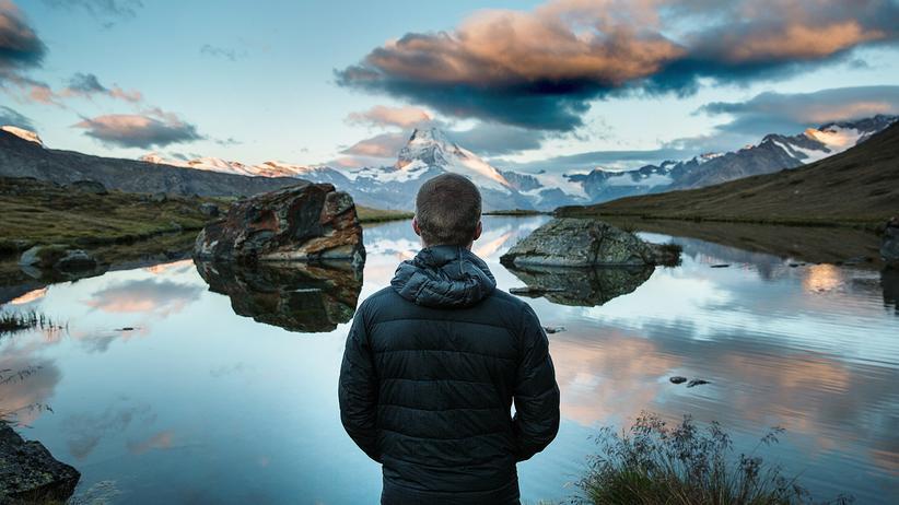 """""""Lockerlassen"""": Vorschlag: Urlaub machen, statt tagelang zu grübeln, wie es sich bewusster leben lässt."""