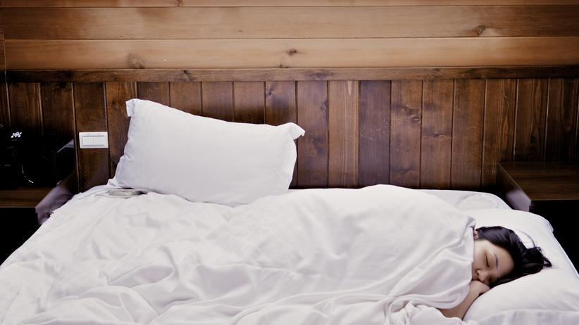 Schlafprobleme: Ein gesunder Erwachsener schläft in etwa eine von drei Stunden seines Lebens, um die sieben Stunden innerhalb eines Tages.