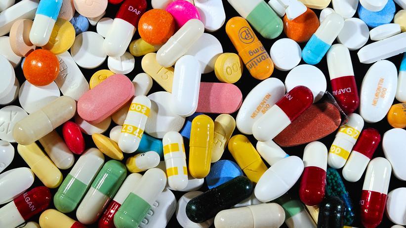 Hepatitis C: Verschiedene Pillen: Wie günstig ein Medikament ist, hängt vor allem davon ab, ob es noch patentgeschützt ist.