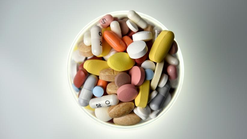 Schmerzmittel: Wie viele Pillen am Tag? Vor allem ältere Menschen sollten genauer aufgeklärt werden, welche Arzneimittel für sie wirklich notwendig sind.