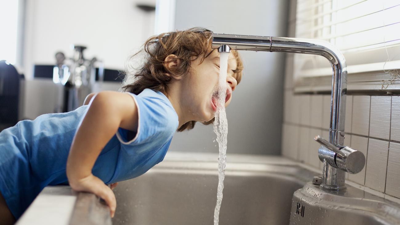 trinkwasser wie gesund ist unser leitungswasser zeit. Black Bedroom Furniture Sets. Home Design Ideas
