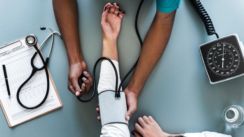 Gesundheit: Nicht immer sollte man sich auf Bewertungsportale verlassen, um einen guten Arzt zu finden.