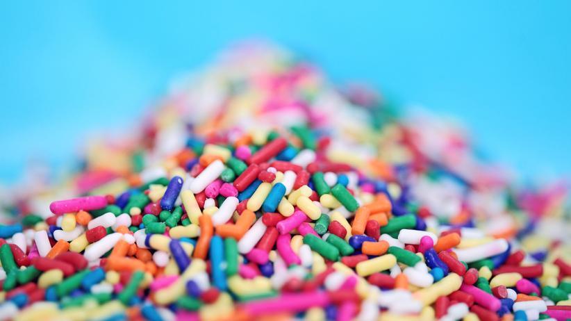 Zucker: Süß, bunt, aber gefährlich. Hauptinhaltsstoff: Zucker.