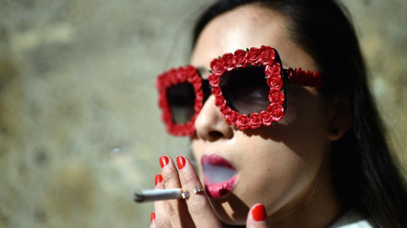 WHO-Tabakbericht: Weil die Weltbevölkerung gewachsen ist, rauchen heute mit 1,1 Milliarden Menschen immer noch so viele wie im Jahr 2000.