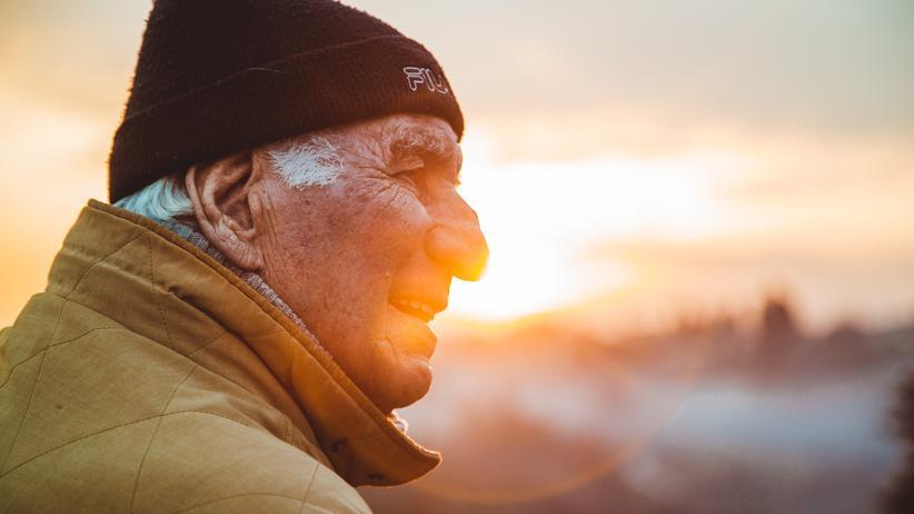 Senioren: Wer dem Alter positiv entgegensieht, lebt in der Regel länger als jene Menschen, deren Zukunft ihnen in trübem Licht erscheint.