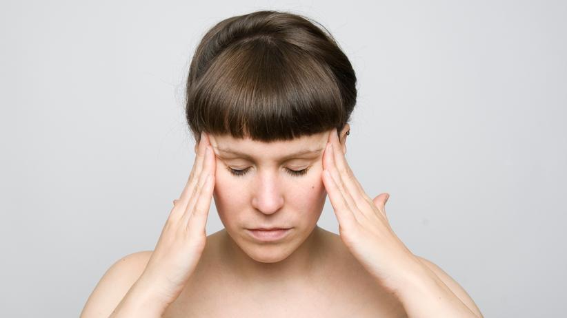 Chronische Kopfschmerzen sollten nicht auf die leichte Schulter genommen werden.