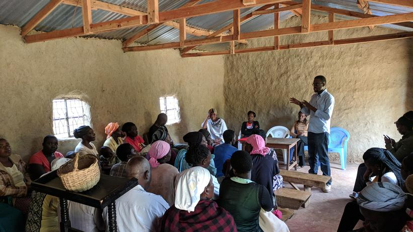 Kenya: AMPATH informs locals about mental illness and other maladies in a village church.