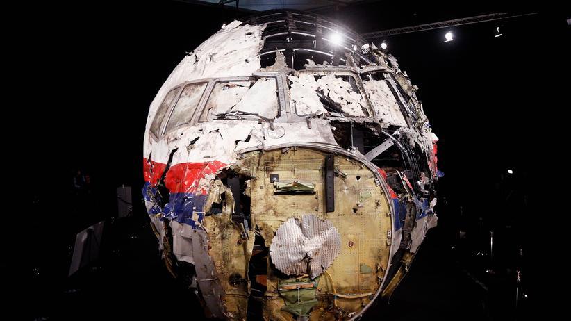 Welt-Aids-Tag: Das völlig zerstörte Flugzeug-Cockpit des Linienfluges MH17, in dem auch der Aidsforscher Joep Lange saß