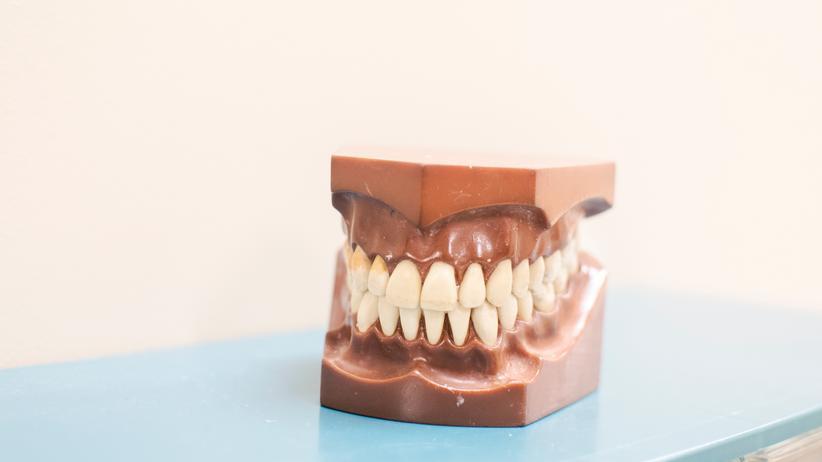 Zahnschiene: Mit Do-it-yourself zu geraden Zähnen?