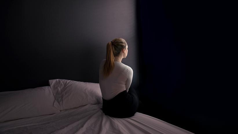 Depression: Wenn man typische Warnhinweise ignoriert, kann Stress auch krank machen.
