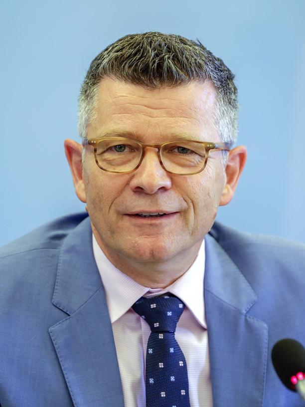 Medikament gegen das Alter: Peter Dabrock ist Professor für Systematische Theologie an der Uni Erlangen und seit 2016 Vorsitzender des Ethikrats.
