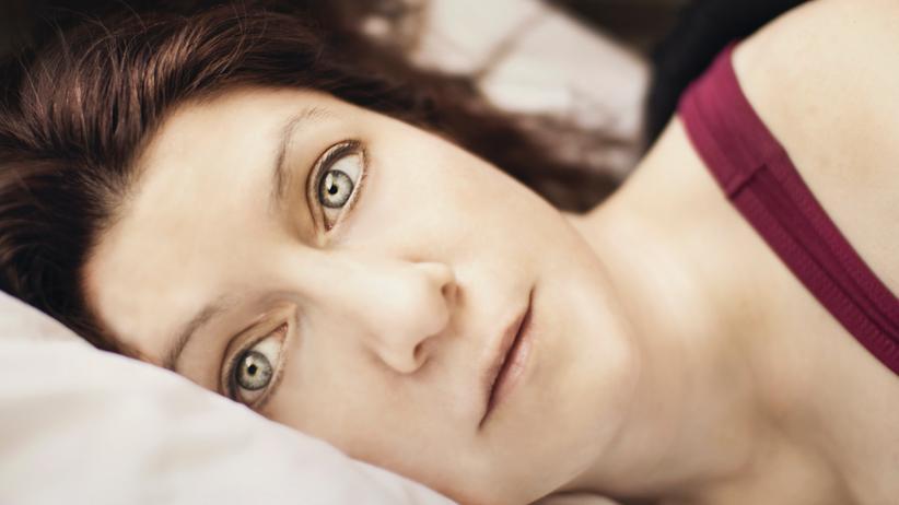 Schlafprobleme: Manchmal liegt man im Bett und der Schlaf will nicht kommen.