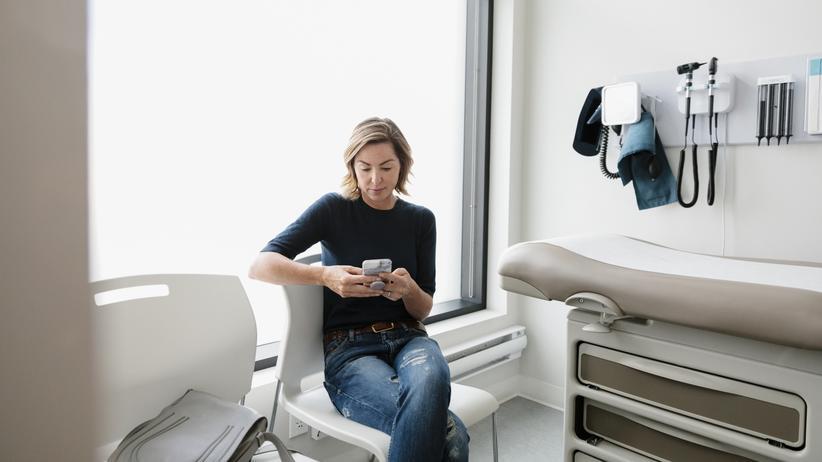Digitale-Versorgung-Gesetz: Patientinnen sollen die in ihrer elektronischen Akte gespeicherten Informationen über ihre Gesundheit jederzeit allein einsehen können.