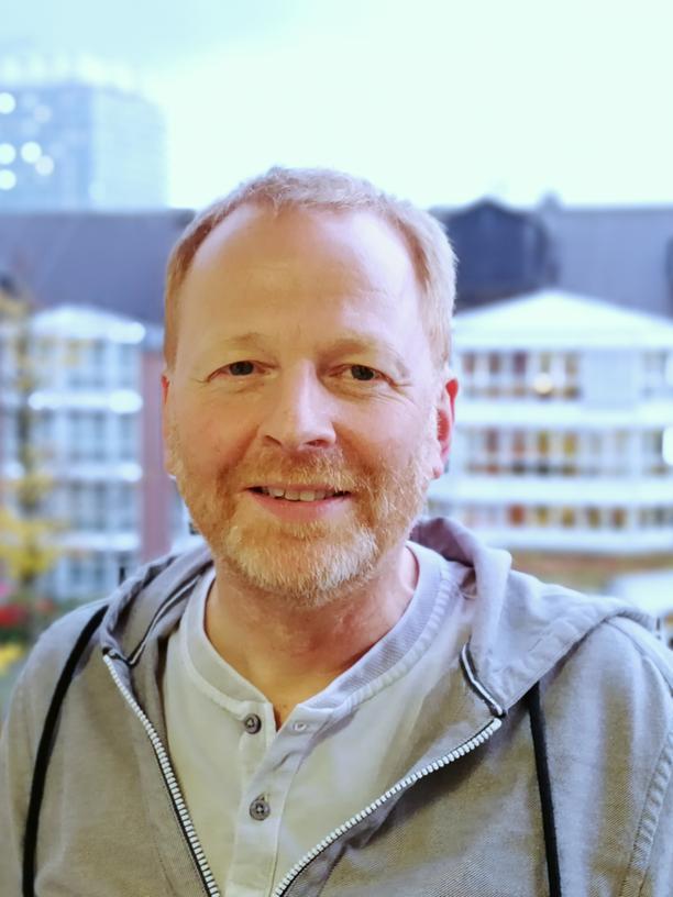 Peter Ihle ist ausgebildeter Arzt und stellvertretender Leiter der PMV-Arbeitsgruppe der Uni Köln (Leitung: Ingo Meyer). Er wertet seit 1994 Krankenkassendaten aus.