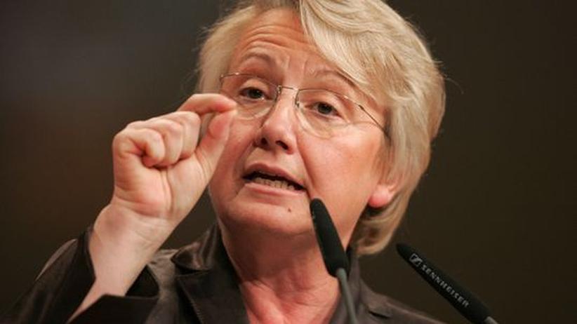 Studie zu Kernenergie: Schavan wehrt sich gegen Vorwürfe