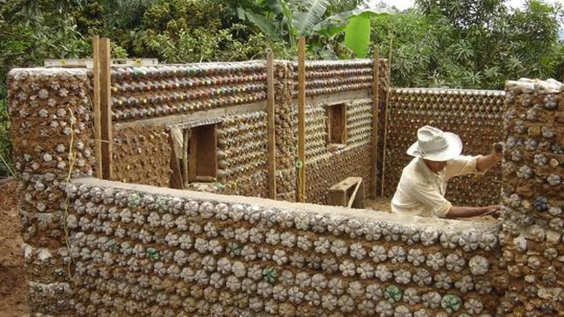 Recycling: Flasche leer, Mauer hoch