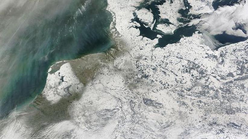 Ende des Winters: Fast drei Monate lagen weite Teile Deutschlands unter einer geschlossenen Schneedecke, wie auch dieses Satellitenbild zeigt
