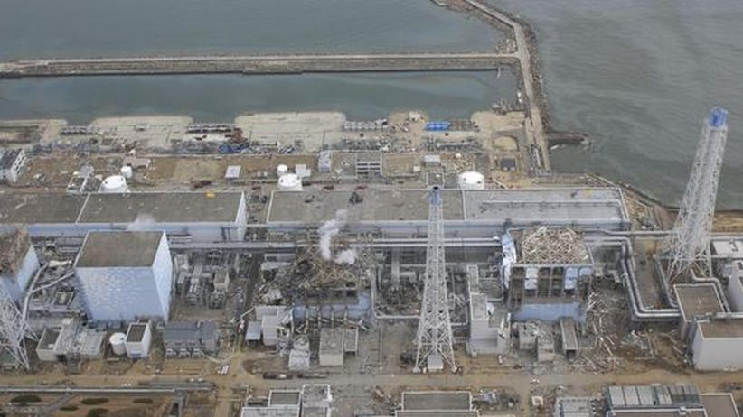 20. März 2011: Die Luftaufnahme zeigt die havarierten Reaktorblöcke des AKW Fukushima-1 (v.l: Block 1, 2, 3 und 4)