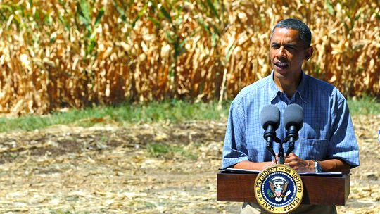 US-Präsident Barack Obama besucht im August 2012 eine von der Dürre heimgesuchte Region in Iowa.
