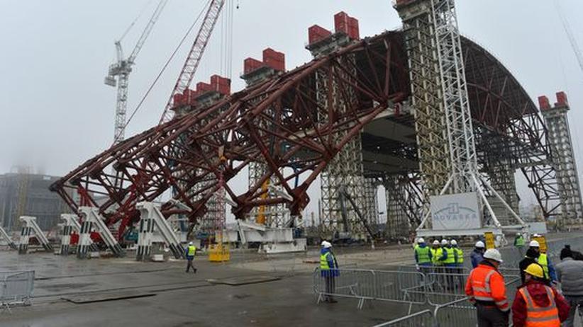 Teile der neuen Stahlkuppel, die ab 2015 den Reaktor einhüllen soll