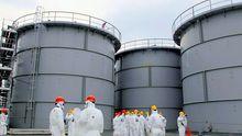 Tanks mit radioaktiv belastetem Wasser am Atomkraftwerk Fukushima