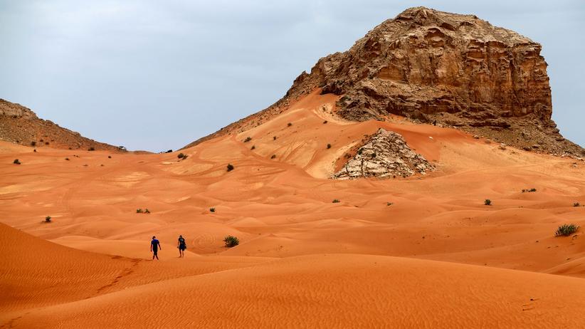 Meteorologie: Wolken in der Wüste von Fujahira in den Vereinigten Arabischen Emiraten – jetzt müssen sie nur noch regnen.