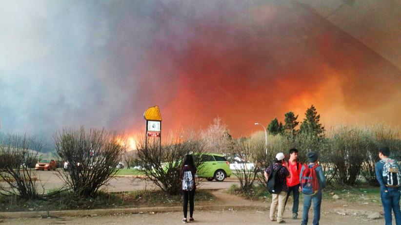 Waldbrände: Tausende Menschen in Kanada suchen Schutz vor Flammen