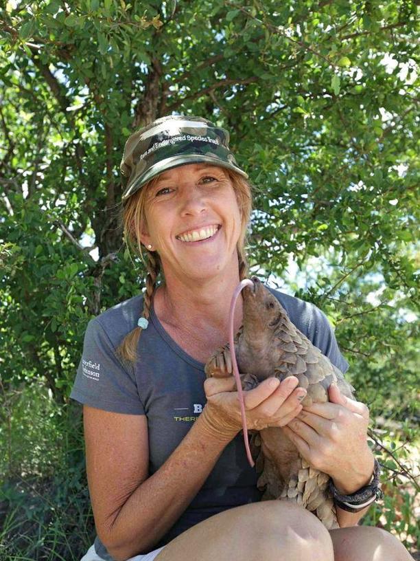 Was ist ein Schuppentier?: Im Jahr 2000 gründete die Tierschützerin Maria Diekmann die Organisation Rest in Namibia. Seitdem das Schuppentier Roxy in ihrem Schoß ein Junges gebar, hat sich die US-Amerikanerin dem Schutz der meistgejagten und -gehandelten Säugetiere der Welt verschrieben.