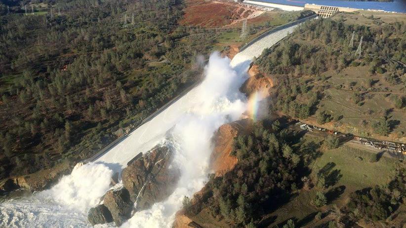 Kalifornien: Beschädigter Staudamm zwingt Amerikaner zu fliehen