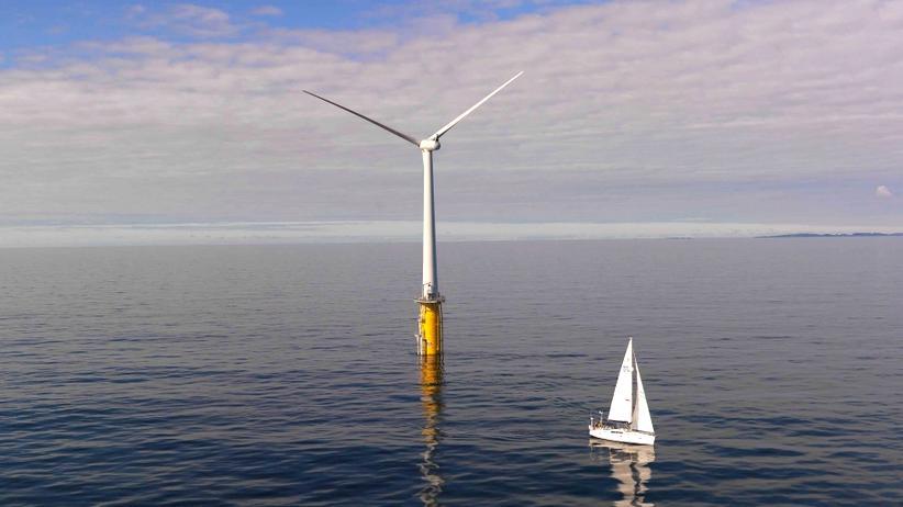 Offshore-Windparks: Schon 2009 haben Siemens und Statoil vor Norwegen das erste schwimmende Windrad der Welt errichtet. Es speist über ein Seekabel Strom ins norwegische Versorgungsnetz.