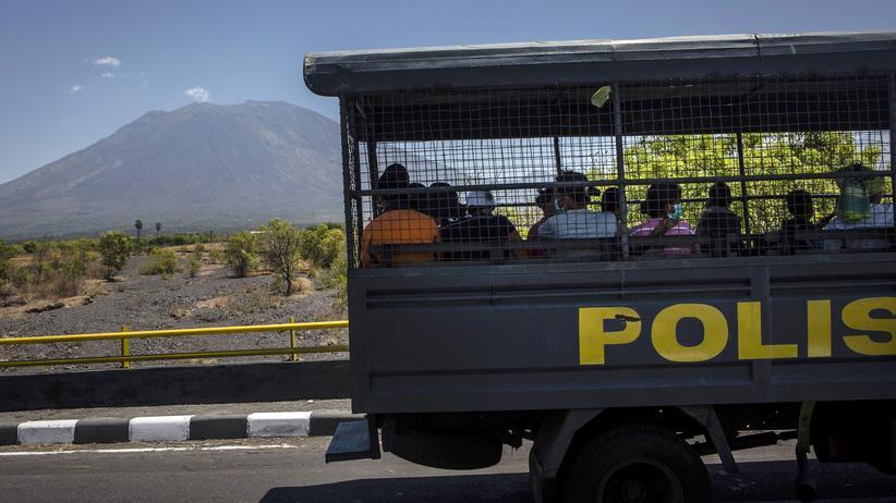 Bali: Mehr als 120.000 Menschen fliehen aus Furcht vor Vulkanausbruch