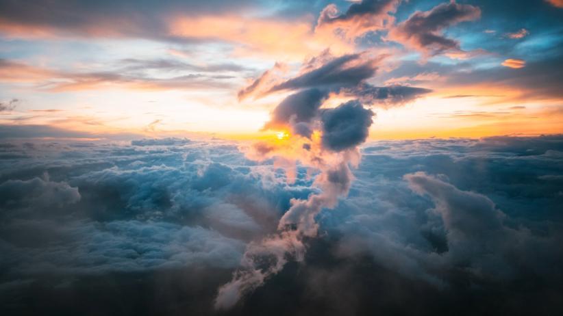 Klimawandel: Schauer kosmischer Strahlung unterstützen das Wachstum von Kondensationskeimen in der Atmosphäre und damit die Wolkenbildung.
