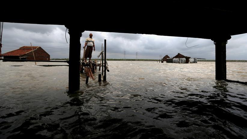 Weltbank: Anfang Januar zerstörte eine Flut in Demak, Indonesien, zahlreiche Häuser.