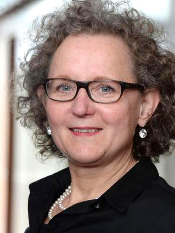 Hitze in Deutschland: Rita Adrian ist Professorin am Leibniz-Institut für Gewässerökologie und Binnenfischerei in Berlin und leitet die Abteilung Ökosystemforschung. Sie forscht zu Langzeit- und Klimafolgen in Seen. An der Freien Universität Berlin lehrt sie Gewässerökologie.