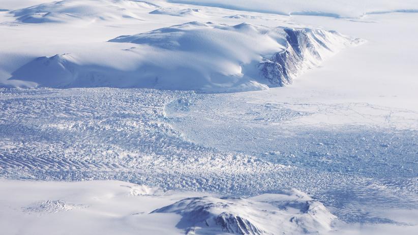 Asteroideneinschlag: Riesiger Krater unter Grönlands Eis entdeckt