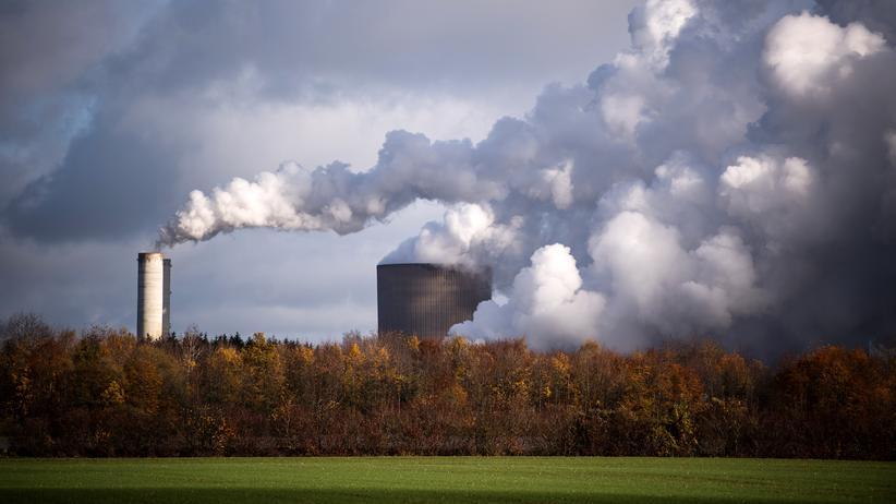 """""""Brown to Green""""-Report: Kohlekraftwerke, wie dieses in Niederaußem, zählen zu Deutschlands größten Klimasündern."""
