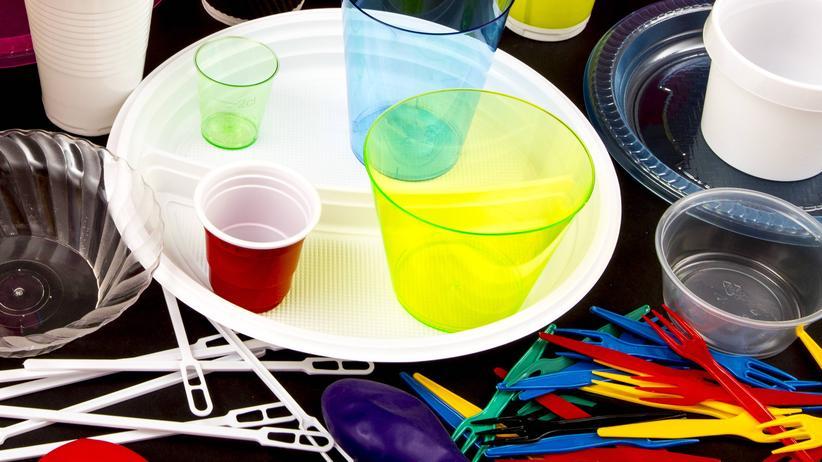 Wegwerfplastik: Geschaffen zum Wegwerfen: Einweggeschirr aus Plastik soll künftig verboten sein, wenn es Alternativen gibt.
