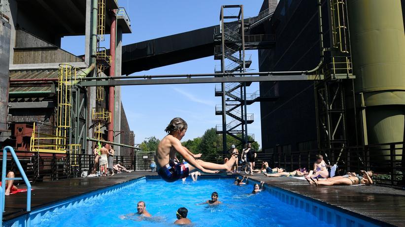 Hitze: Schwimmbad in der Zeche Zollverein in Essen