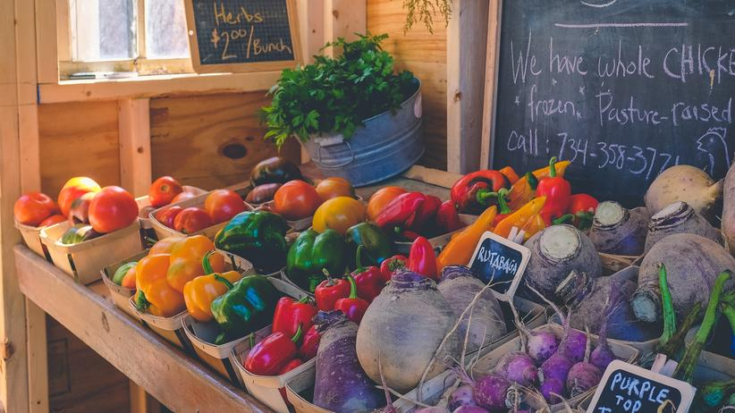 Ökologische Landwirtschaft: Hauptsache, bio? Der Preis für eine komplett ökologische Landwirtschaft wäre vor allem auch: Verzicht auf gewohnte Ernährungsweisen.