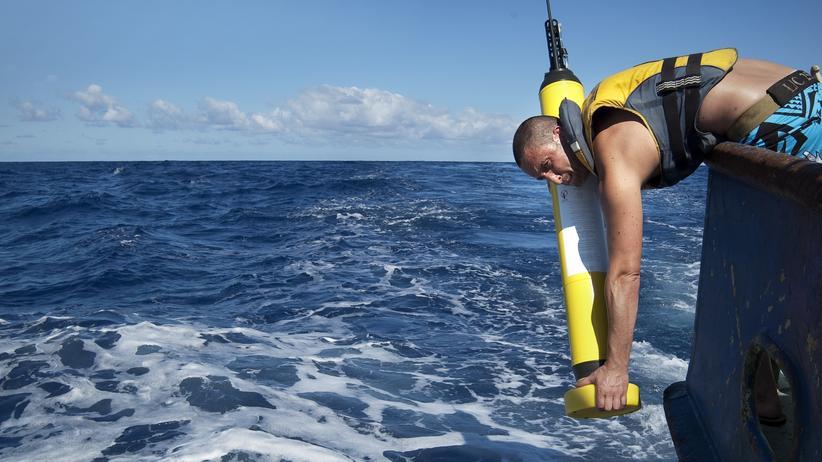 Klimawandel: Verteilt über die Weltmeere: 3.800 Argo-Schwimmer messen Temperatur und Salzgehalt bis in die Tiefsee.