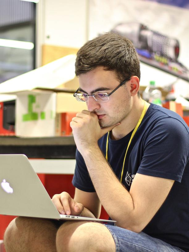Hyperloop: Student, aber eigentlich Vollzeit-Teamleiter des studentischen WARR-Hyperloop-Projekts an der TU München: Gabriele Semino