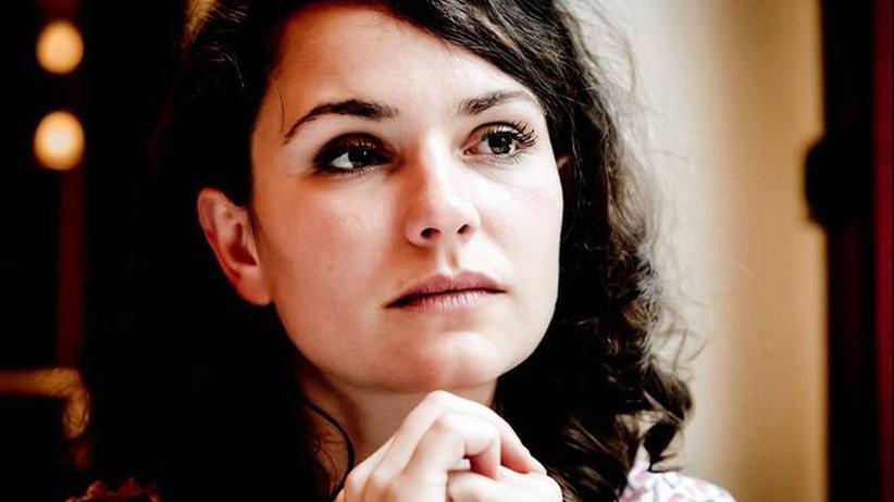"""Ostdeutsche: Andrea Hünniger wurde 1984 in Weimar geboren. Ihr Buch """"Das Paradies. Meine Jugend nach der Mauer"""" erschien 2011. Sie arbeitet als freie Journalistin."""