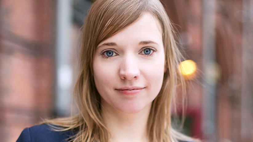 """Ostdeutsche: Anne Wizorek wurde 1981 in Rüdersdorf bei Berlin geboren. Sie ist Initiatorin der Kampagne #aufschrei, durch die vor allem in Deutschland eine Debatte zum Thema Alltagssexismus angestoßen wurde. Im September 2014 erscheint ihr erstes Buch """"Weil ein #aufschrei nicht reicht""""."""