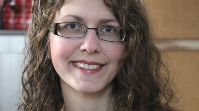 Ostdeutsche: Antonia Kittel wurde 1988 in Schmölln (Ostthüringen) geboren. Sie hat einen Bachelor in Management sozialer Innovationen. Zurzeit lebt sie in Kulmbach und studiert Governance an der Fernuni Hagen. Sie bloggt über soziale Innovationen, Fördermittel und Nachhaltigkeit.