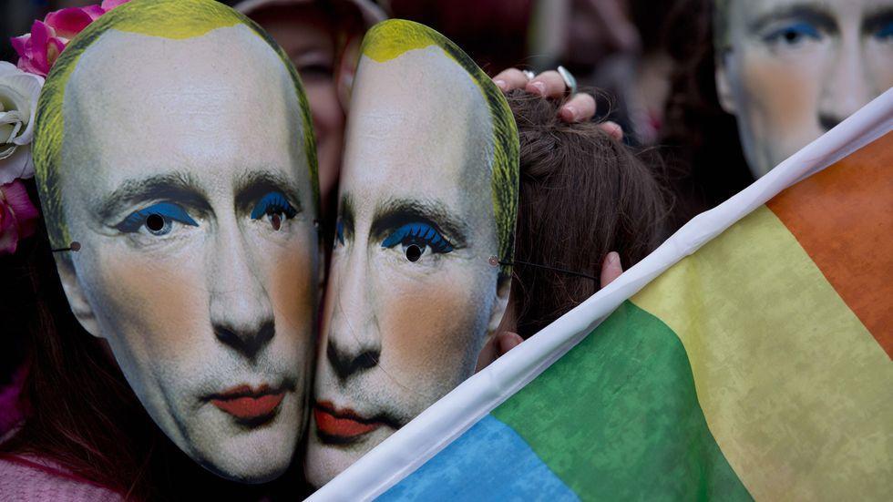 Putin als Dragqueen bei Protesten in England
