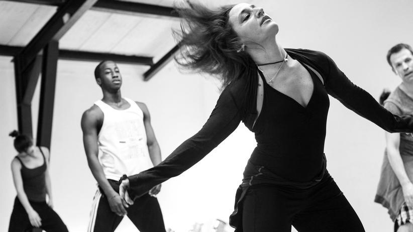 "Dance: ""Higher!"" – ""Nice and sharp!"" – ""More energy!"" Sonya Rima während eines Tanztrainings"
