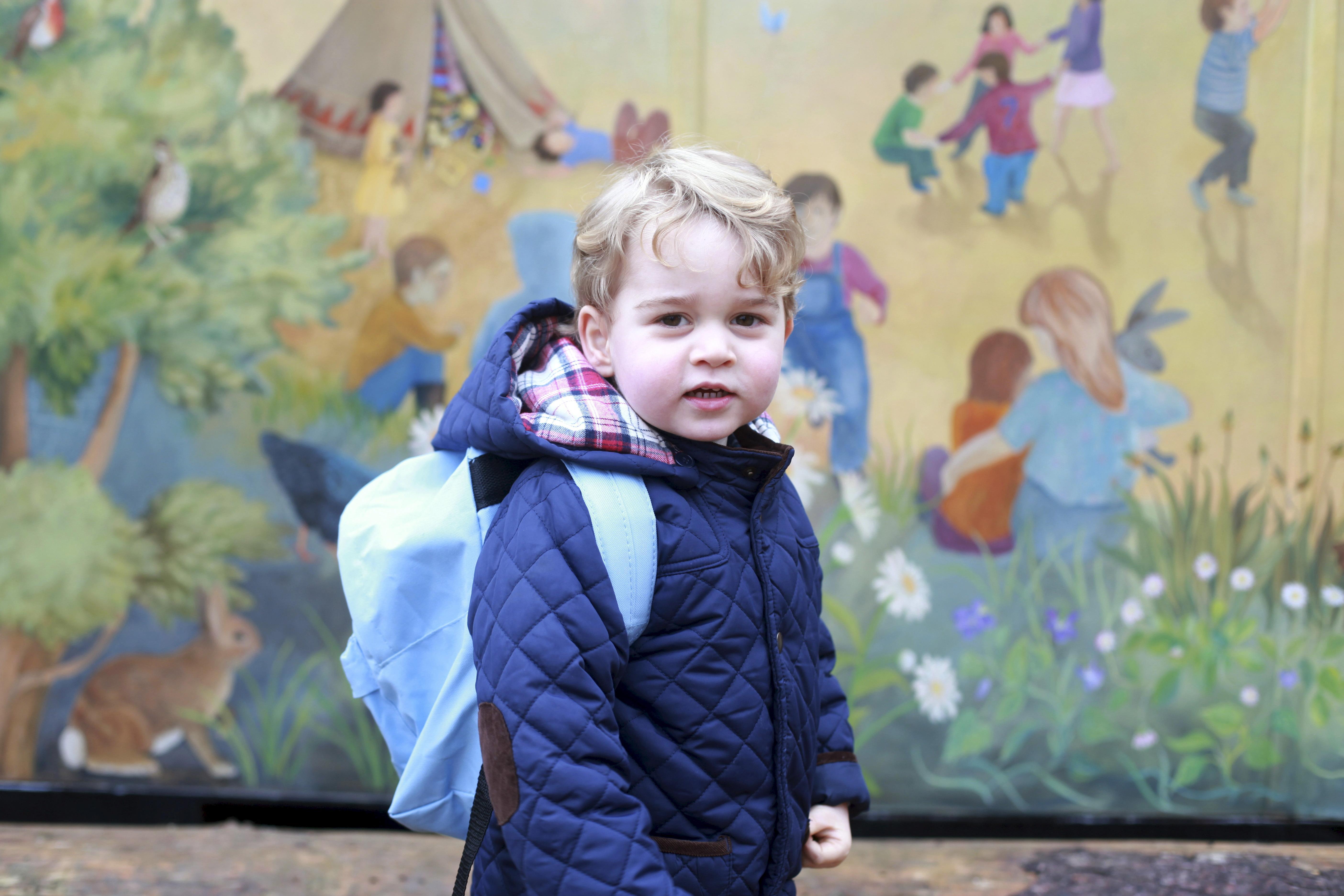 Gesellschaftskritik: Prinz George an seinem ersten Vorschultag. Das Bild hat seine Mutter Kate gemacht.