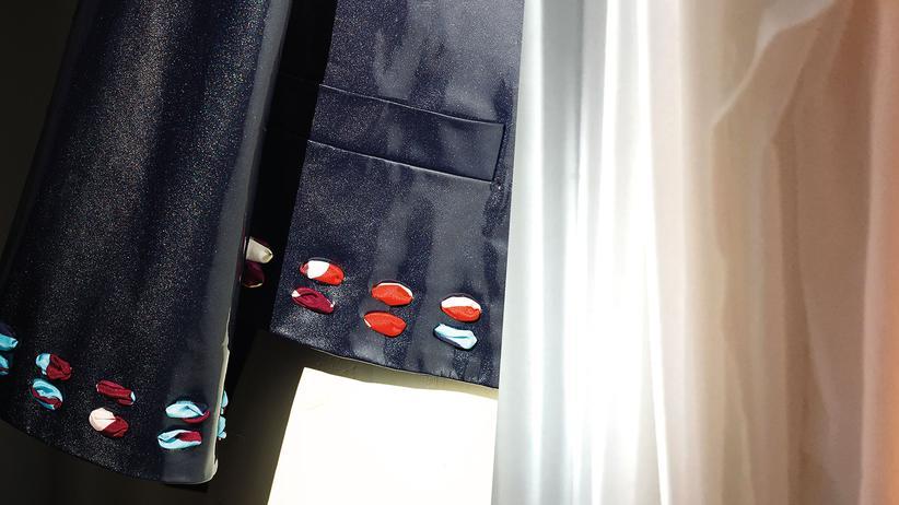 Plastik: Jacke mit Durchblick